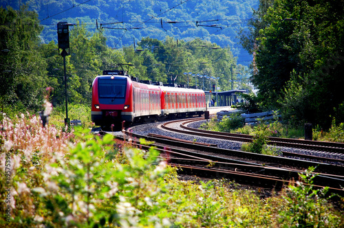 fototapeta na ścianę Zug verlässt den Bahnhof, Abfahrt