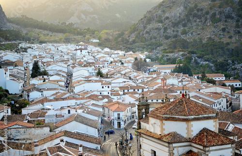 Fotografía  Panoramic view over Grazalema, white villages of the Sierra de Cádiz, Andalusia,