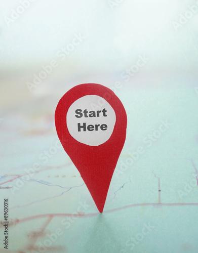 Fotografía  Start Here locator