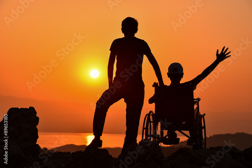 Valokuva  engelli için destek olmak ve yanında olmak
