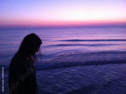 Fotografia, Obraz  passeggiata in spiaggia all'alba