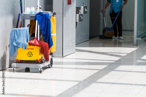 Fotografía  Mop bucket and cleaning