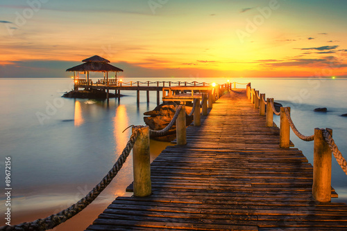 obraz dibond Summer, Travel, Vacation and Holiday concept - Wooden pier betwe