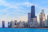 Panoramę centrum Chicago o zmierzchu.