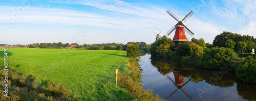 Foto op Aluminium Molens Zwillingswindmühlen von Greetsiel