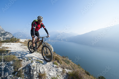 Photo  mountainbiking over the lake garda