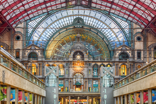 Foto op Plexiglas Treinstation Interior of Antwerp central railway station, Belgium.