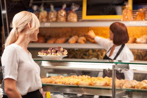 In de dag Bakkerij Experienced female baker is selling baked products