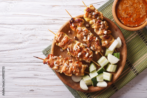Photo  Chicken satay with a delicious peanut sauce