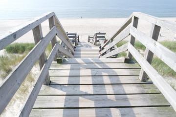 Holzbrücke ans Meer