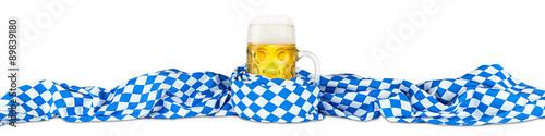 Fotomural Jarra de cerveza Oktoberfest con la bandera de Baviera aislado en el fondo blanc