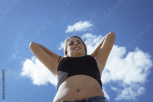 Fotografie, Obraz  Chica adolescente posando en el embarcadero