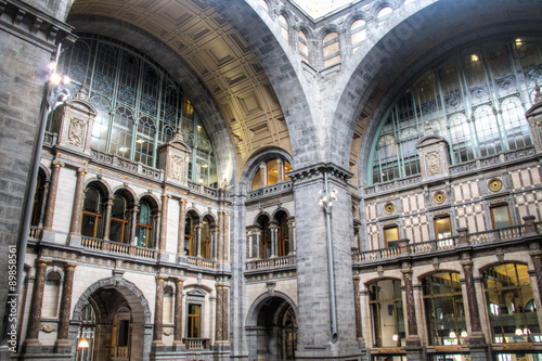 Foto auf AluDibond Bahnhof Inside of the magnificent central train station in the city of Antwerp, Belgium