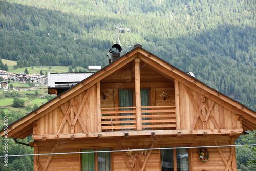 Case Di Montagna In Legno : Casa in legno mansarda legni casa di montagna baita buy this stock