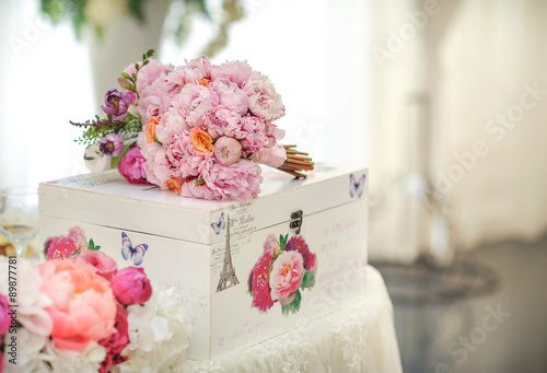 Foto op Plexiglas Magnolia Arrangement of pink and white flowers in restaurant for luxury wedding event
