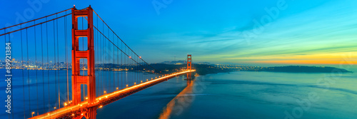 Photo Stands Green blue Golden Gate Bridge, San Francisco California