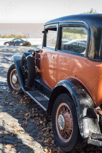 vintage-car-w-colonia-gistoric-town-podrozujac-urugwaj-south-a