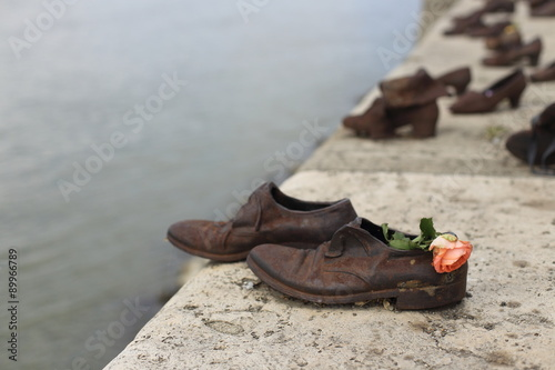 Fotografie, Obraz  Shoes on the Danube, a monument to Hungarian Jews shot in the second world war