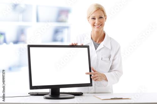 Fotografia  Pharmacist working