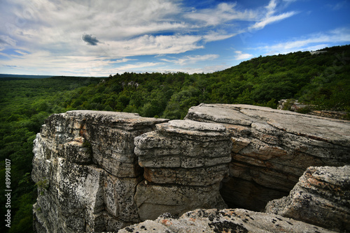 Photo Massive rocks and view to the valley at Minnewaska State Park Reserve Upstate NY