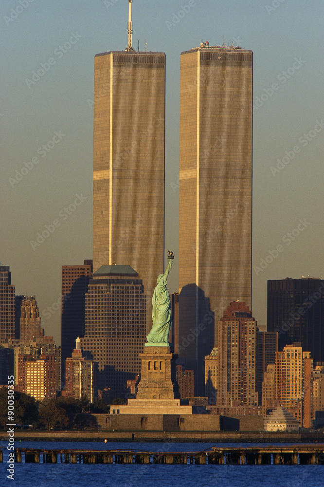 Fototapety, obrazy: These are the World Trade Towers and Statue of Liberty at sunset. It is the view from New Jersey.