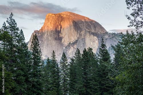 Fotografía  Half Dome at sunset in  Yosemite National Park, California, USA.