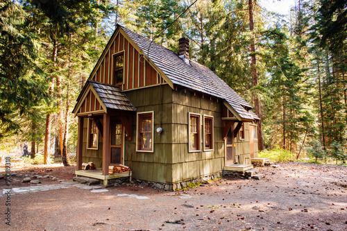 Ranger Station Cabin In The Forest Kaufen Sie Dieses Foto Und