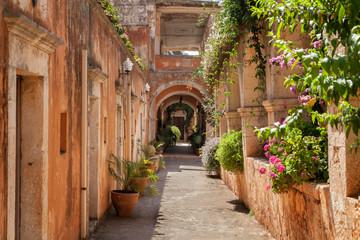Fototapeta na wymiar Монастырь Святой Троицы (Agia Triada Tsangarolon). Греция. Крит