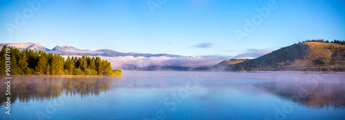 Spoed Foto op Canvas Blauw Morning Mist on the Lake