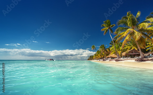 Papiers peints Tropical plage Landscape of paradise tropical island beach