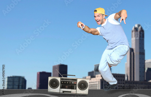 Photo  Guy dancing on the roof of the skyscrapers in the background