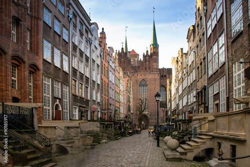 ulica-maryjna-w-gdansku-przed-obrazem-bazylika