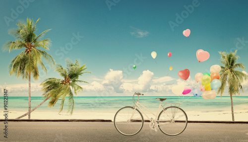 Fotografia  bicycle vintage with heart balloon on beach blue sky concept of love in summer a
