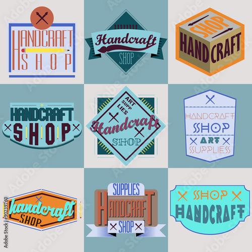 Photo  Color retro design insignias logotypes set. Handcraft arts and
