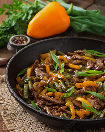 Photo  Stir frying beef with sweet peppers and green beans