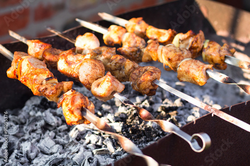 In de dag Grill / Barbecue Smoky grilled marinated meat skewers Chicken