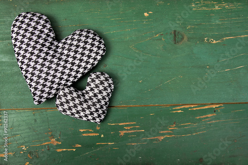 Photo  houndstooth heart on a green background