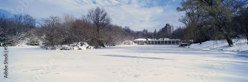 Panoramic view of frozen pond in Central Park, Manhattan, New York City, NY afte Fototapete