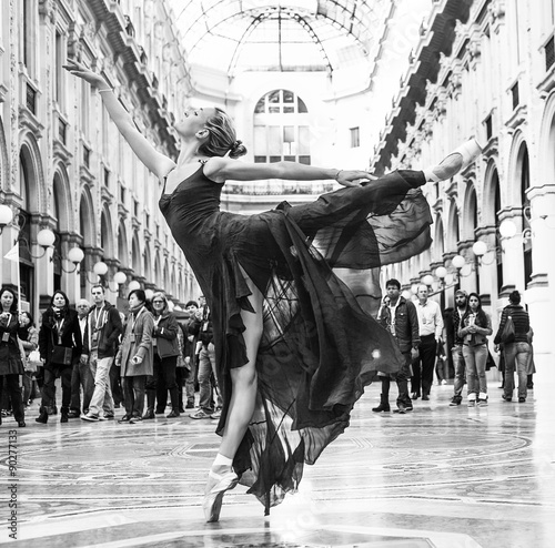 Fotografie, Obraz  Gorgeous classical dancer performing in Milan black and white
