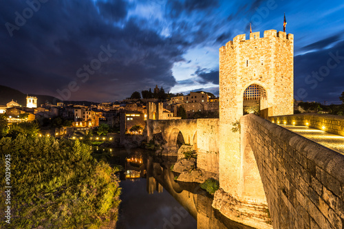 Fotobehang Midden Oosten Great night view of Besalu