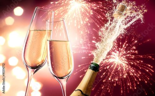 Fotografía Champagner-Splash mit Feuerwerk