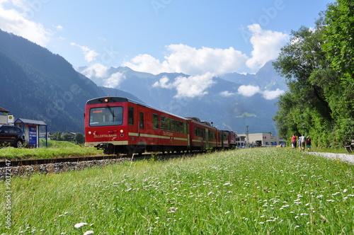 Obraz Zillertalbahn vor Bergkulisse / Österreich - fototapety do salonu