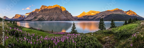 Poster Mountains Panorama of sunrise at Bow Lake, Banff National Park