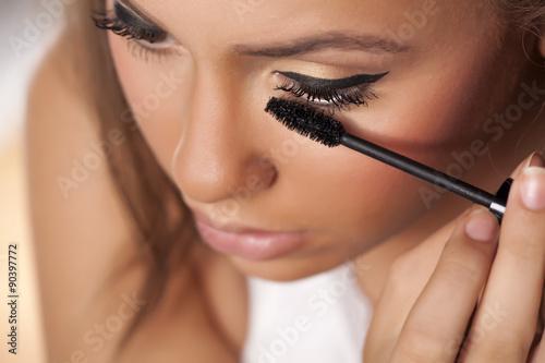 Valokuva  Girl applied mascara to her lashes