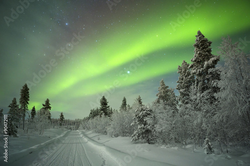 Photo  Aurora borealis over winter landscape in Finnish Lapland.