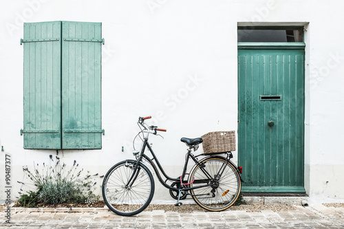 vélo ile de ré ballade repos façade mur Wallpaper Mural