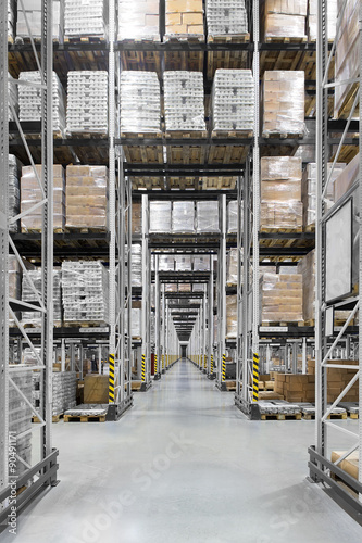 Fototapeta Huge distribution warehouse with high shelves obraz