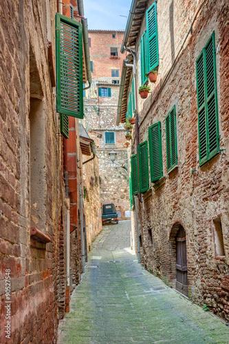 Obraz Aleja w starym miasteczku Montepulciano, Włochy - fototapety do salonu