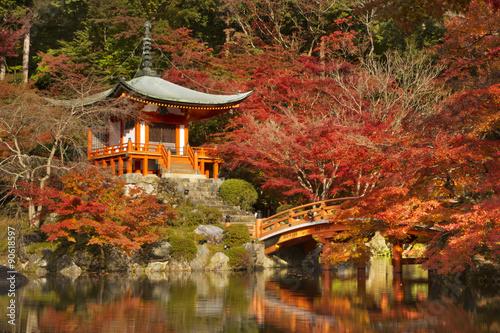 Photo Stands Zen Autumn colours at Daigo-ji Temple in Kyoto, Japan