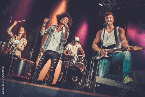 Fotografia Multiracial music band performing on a stage